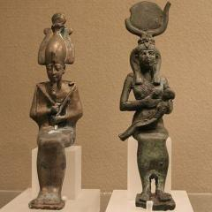 Osiris, Isis and Horus, Image by Einsamer Schütze (Own work), GFDL or CC BY-SA 3.0, via Wikimedia Commons