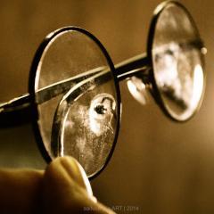 round spectacle frames; Image via Pixabay, CC0 Public Domain
